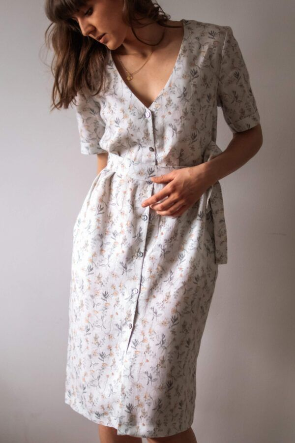 lniana sukienka zapinana na guziki